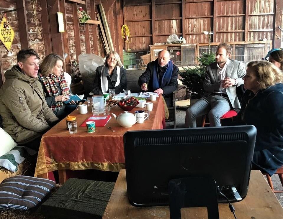 Adrie Bom-Lemstra op bezoek bij Voedselbos Benthuizen.
